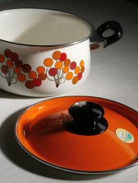 ホーロー両手鍋 バルーン柄(オレンジ/レッド/カーキ/ブラック) size: Ø20cm coloer: 蓋 オレンジ、本体 ホワイト