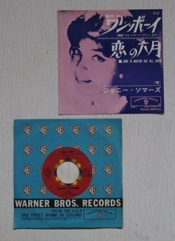 "画像1: EP/7inch/Vinyl/シングル  ""ワン・ボーイ ONE BOY / 恋の六月JUNE IS BUSTIN' OUT ALL OVER"" ジョニー・ソマーズ JOANIE SOMMERS with Con Ralke And His Orchestra (1962) WARNER BROS. RECORDS  東芝音楽工業株式会社"