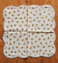 ハンカチ スコティッシュ・テリア柄 白い花刺繍 レース縁 size: 30×30(cm)