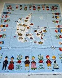 Denmark  linen souvenir tablecloth  ingrid pedersen   デンマーク製  スーヴェニア リネン テーブルクロス  男の子、女の子、マップ、花  size: 80×86(cm)