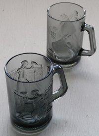 マクドナルド  McDonald's Smoked Glass Mugs   アクションスポーツシリーズ  (1977)  グラスマグカップ  ドナルド(アメリカンフットボール)/  グリマス(バスケットボール)  各1個