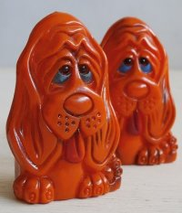 "SALT & PEPPER SHAKERS ORANGE PLASTIC HOUND DOG  J.S.N.Y  MADE IN HONG KONG  プラスチックソルト&ペッパー""ハウンドドッグ"""