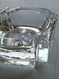 "U.S. アシュトレイ/灰皿 クリアーガラス""クロス""  size: W9.4×W9.4×H3.7(cm)"