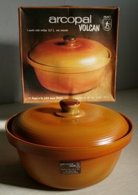 "FRANCE arcopal  VOLCAN round casserole with cover  ""Rustique"" 2.5L  アルコパル ヴォルケーノ ""リスティーク""  ココット/キャセロール 蓋付  size: 2.5リットル  箱入り/しおり(見開きタイプ)"