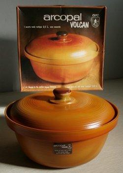 """画像1: FRANCE arcopal VOLCAN round casserole with cover """"Rustique"""" 2.5L アルコパル ヴォルケーノ """"リスティーク"""" ココット/キャセロール 蓋付 size: 2.5リットル 箱入り/しおり(見開きタイプ)"""