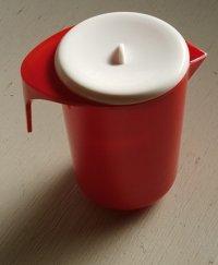 ダイキンプラスチック ハタ印 スチロール樹脂製 ピッチャー/水差し color: 赤、白 size: H16.3×Ø10.7/W15 (cm)