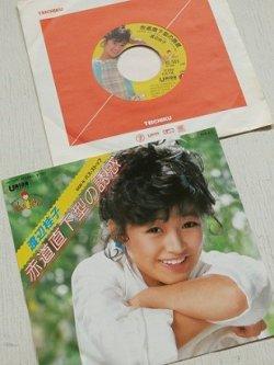 """画像1: EP/7""""/Vinyl/Single  """"赤道直下型の誘惑/バス・ストップ""""  渡辺桂子 作詞・売野雅勇 作曲・筒美京平 (1984) UNION RECORDS"""