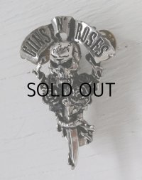 "POKER ROX  ""GUNS N' ROSES"" METAL PIN BADGE  ALCHEMY CARTA  MADE IN ENGLAND 1992  ガンズ・アンド・ローゼズ ピンバッチ"