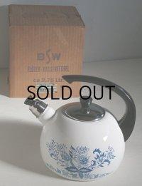 BSW  Flöten-Wasserkessel ca 2,75Ltr. Dekor Bavaria  ドイツ製  笛吹ケトル  ブルーオニオン柄  容量: 2.75リットル
