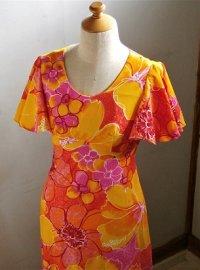 JaJa Fashions  ムームー、フラドレス MADE IN HAWAII   color: オレンジ、イエロー、レッド  柄:フラワー