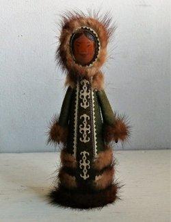 画像1: エスキモーガールドール  Hand Painted Wood Handmade  木製  毛、レザー  size: H21cm