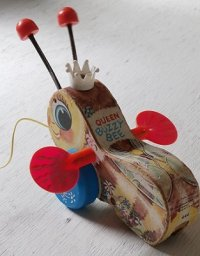 "Fisher-Price Toys フィッシャープライス プルトイ ""クィーン バジー ビー""  Wooden Pull Toy QUEEN BUZZY BEE"