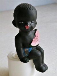 フィギュア/人形/置物  スイカを食べるクロンボ  陶器   size: H12.5×W4.5×D6(cm)