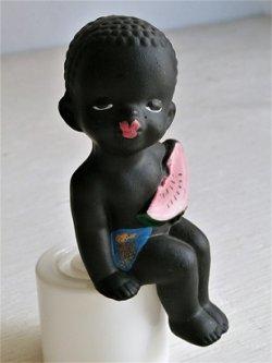 画像1: フィギュア/人形/置物  スイカを食べるクロンボ  陶器   size: H12.5×W4.5×D6(cm)