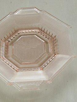 画像1: オクタゴンプレート  プレスガラス  ピンクカラー